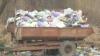 Martor Ocular: Mai mulţi locuitori din Ghidighici stau de câteva luni cu remorci pline cu gunoi lângă blocuri