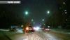 Manevră interzisă în trafic. Ce a păţit un şofer care a virat la stânga pe una din străzile Capitalei (VIDEO)