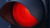 Trafic la Ciocana. Un şofer traversează intersecţia la culoarea roşie a semaforului ziua în amiaza mare VIDEO