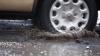 (VIDEO) Gropile din Chişinău devin tot mai adânci şi mai periculoase. Plimbarea cu maşina se transformă în CALVAR