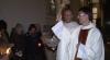 Noaptea Învierii. Catolicii din Moldova au luat lumină, iar preoţii au sfinţit bucatele (VIDEO)