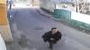 Poliţia vă cere ajutorul. Dacă îl cunoşti pe bărbatul din imagini, anunţă-i pe oamenii legii