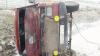 Microbuzul care s-a răsturnat ieri lângă Străşeni, arhiplin şi fără testarea tehnică. Ce a mai depistat poliţia