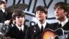 O copie a unui album celebru al trupei The Beatles, vândută cu 290.500 de dolari