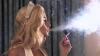 (VIDEO) Atunci când aprinde o ţigară, o femeie îşi asumă mai multe riscuri decât un bărbat