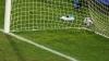 Gol fabulos! Un fotbalist a marcat în poarta adversarului din propria jumătate de teren