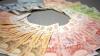 Guvernul în exerciţiu majorează salariile bugetarilor