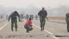 (VIDEO) Terorişti şi focuri de armă pe podul de la Gura Bâcului. Gruparea atacatorilor a fost anihilată