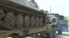 Tunuri şi blindate pe străzile Chişinăului. Mai multe troleibuze şi maşini, blocate în trafic VIDEO
