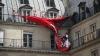(VIDEO) Protest cu sânii goi în centrul Parisului