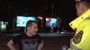 (VIDEO) Şoferi beţi la volan. Unii s-au dat în spectacol în faţa poliţiştilor şi au agresat jurnaliştii Publika TV: Voi aţi băut mai mult decât mine