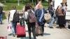 SONDAJ: Majoritatea moldovenilor, când nu au bani, împrumută de la rude