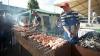Moldovenii sărbătoresc, statul sărăceşte. Câţi bani pierde economia naţională într-o zi liberă
