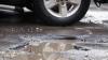(FOTO) Autostrada.md: Şoferul unei maşini cu numere diplomatice sfidează regulile şi parchează neregulamentar