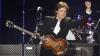 Interpretul britanic Paul McCartney a fost atacat de lăcuste în timpul unui concert (VIDEO)