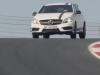 (VIDEO) Lewis Hamilton încinge pneurile noului Mercedes A45 AMG