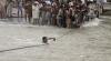 Reportaj CNN despre operaţiunile de salvare din India, după inundaţiile puternice
