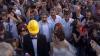 Nuntă în mijlocul protestelor. Doi tineri s-au căsătorit în timpul manifestaţiilor din Istanbul