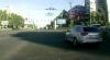 A traversat intersecţia la culoarea roşie a semaforului, chiar sub nasul poliţiştilor! (VIDEO)