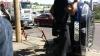 (VIDEO) O Dacie S-A RĂSTURNAT în capitală. În maşină erau două femei