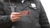 (VIDEO) Se întâmplă în Chişinău. Un poliţist a fost filmat în timp ce lua mită de la un şofer