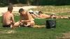 Nu le pasă de vremea caniculară. Unii moldoveni neglijează recomandările medicilor
