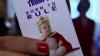 Cel mai mare fan al familiei regale din Marea Britanie: O femeie are în colecţie peste 10 mii de suveniruri