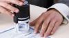 Şase notari publici, bănuiţi că ar fi legalizat acte de stare civilă false, riscă să-şi piardă licenţa