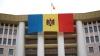 Publika TV a arborat în această seară un drapel imens pe clădirea Parlamentului (VIDEO)