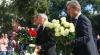Flori de la politicieni pentru clasicii literaturii române şi plecăciuni la monumentul lui Ştefan cel Mare, de Ziua Limbii