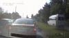 ASTA întrece toate limitele! Şoferul unui microbuz a ieşit pe trotuar pentru a ajunge la semafor (VIDEO)