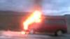Microbuz în flăcări la Ciocana. Vehiculul a ars în întregime IMAGINI VIDEO