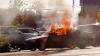 BMW în flăcări pe o stradă din capitală. Pompierii au intervenit cu două autospeciale