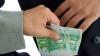 Avocată reţinută! CNA a găsit în poşeta femeii 3.000 de euro, bani pe care i-ar fi cerut pentru a influenţa procurori