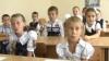 Bănci şi scaune noi pentru 80 de elevi din satul Zâmbreni, oferite de Marian Lupu