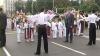 Ieri cu proteste, azi cu flori. Capul Bisericii Ruse a fost întâmpinat de politicieni şi copii, la Arcul de Triumf VIDEO