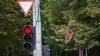 A crezut că nu îl vede nimeni! Uite cum trece la roşu şoferul unui Volvo XC 90 din Chişinău (VIDEO)