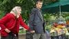 Bătrâni din Moldova, la limita sărăciei. Pensia mică şi preţurile mari  îi determină să-şi vândă lucrurile din casă