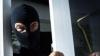 Atac în stil mafiot la Bălţi. Un om de afaceri a fost maltratat în propria casă de indivizi înarmaţi