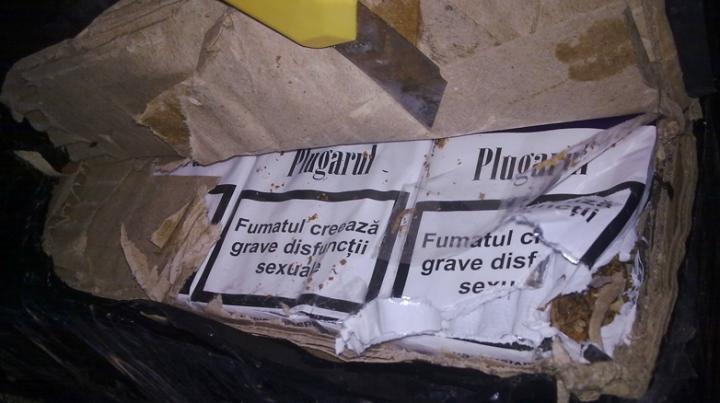 Mii de pachete de ţigări de contrabandă, care urmau să ajungă în România, depistate pe malul Prutului FOTO
