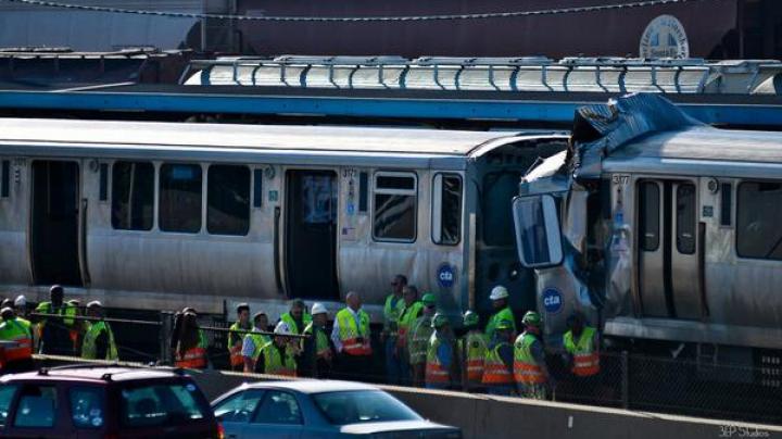 Accident feroviar în SUA: Un tren a intrat în coliziune cu o altă garnitură oprită într-o staţie