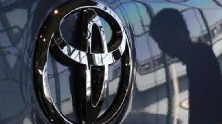 Toyota recheamă în service sute de mii de maşini