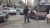 O maşină a MAI, destinată pentru transportarea persoanelor reţinute, implicată într-un accident în centrul Chişinăului (VIDEO)