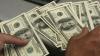 Moldovenii de peste hotare trimit mai mulţi bani acasă. În 2013, au transferat peste un miliard de dolari