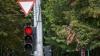 Martor ocular: Un şofer cu tupeu trece la roşu în viteză (VIDEO)