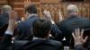 Deputaţii vor să taie din onorariile grase încasate de executorii judecătoreşti (VIDEO)