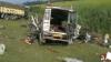 30 de oameni, printre care şi 13 copii, au murit după ce un camion a lovit două microbuze