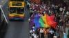Sute de mii de homosexuali, îmbrăcaţi extravagant, s-au dezlănţuit pe plaja Copacabana la o petrecere în aer liber