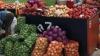 Noi scumpiri în pieţele agroalimentare din capitală. Vânzătorii au afişat preţuri mai mari la  legume, cereale şi orez