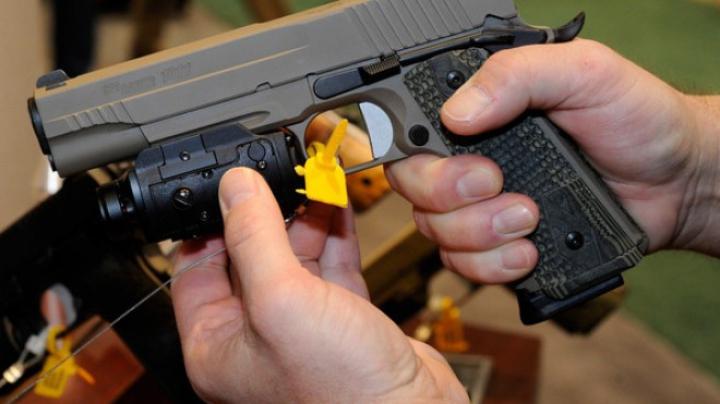 Trei moldoveni şi un pistol jucărie - motiv de panică într-un magazin din Italia DETALII